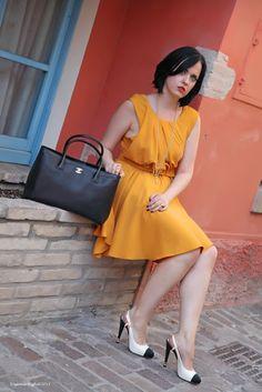 Black Star Style: Un abito di Kenzo color mostarda