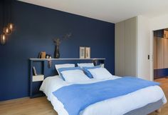Ôde à la nature Articles similaires Bedroom Colour Schemes Blue, Bedroom Colors, Bedroom Decor, Modern Interior, Interior Design, Window Benches, House Rooms, Master Bedroom, New Homes