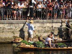 #Marché Flottant Isle-sur-la-Sorgue - 1er dimanche d'août - http://www.savourez-la-provence.fr/blog-gastro/marche-flottant/