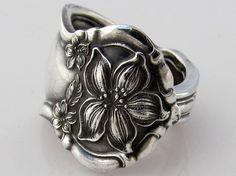 I love silver rings.