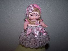 # 500 Taupe/pink lace outfit with bonnet