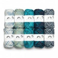 Rainbow Print Color Bag from Hobbii Crochet Hook Sizes, Knit Or Crochet, Crochet Hooks, Crochet Baby Costumes, Crochet Prayer Shawls, Beginner Crochet Tutorial, Yarn For Sale, 4 Ply Yarn, Yarn Bag