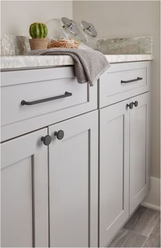 Light Gray Cabinets, Grey Kitchen Cabinets, Black Cabinets, Black Cabinet Hardware, Kitchen Cabinet Hardware, Drawer Hardware, Light Grey Kitchens, Contemporary Cabinets, Kitchen Knobs