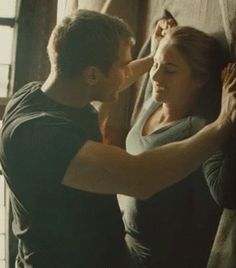 (Sequel to The Reason I Breath Is You) After five years from the terrible separation between Shailene Woodley and Theo James, call it fate of luck or a simpl. Divergent Theo James, Tris And Tobias, Divergent Hunger Games, Divergent Fandom, Divergent Trilogy, Divergent Insurgent Allegiant, Scene Couples, Cute Couples Kissing, Kissing