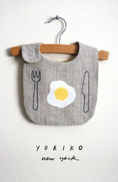 10 Baby Gifts That& Make New Parents LOL 10 Baby Gifts That'll Make New Parents LOL, 10 Babygeschenke, die neue Eltern zum LOL machen. Hipster Kind, Baby Kind, Kid Styles, Baby Crafts, Baby Sewing, Baby Accessories, Bibs, New Baby Products, Kids Outfits