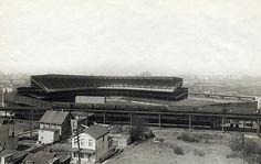 Old Yankee Stadium as it looked when it opened in 1923 New York Stadium, Stadium Tour, Shea Stadium, Yankee Stadium, Baseball Park, Sports Baseball, Cincinnati Reds Game, American Baseball League, Sports Stadium