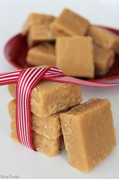 Creamy Peanut Butter Fudge Recipe from @MomFoodie