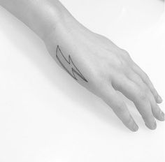 Beautiful Tattoos Of Iconic Looks, Quotes, Pay Tribute To David Bowie - DesignTAXI.com