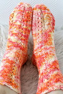 Ravelry: Ruusunnuput pattern by Niina Laitinen Knitting Socks, Knit Socks, My Socks, One Color, Colour, Yarn Colors, Leg Warmers, Mittens, Ravelry