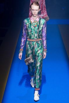 https://www.vogue.com/fashion-shows/spring-2018-ready-to-wear/gucci/slideshow/collection