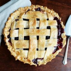 Easy Homemade Blackberry Pie- the best way to use those blackberries! Blackberry Pie Fillings, Blackberry Pie Recipes, Blackberry Cobbler, Amish Donuts Recipe, Donut Recipes, Pie Dessert, Dessert Recipes, Fruit Recipes, Dessert Ideas