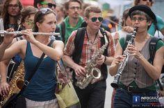 """#Protestmarsch durch die Kulturstadt Graz: """"Junge GrazerInnen tanzen anders - Parade für ein Recht auf Klubkultur"""". Dem Aufruf zum Protestmarsch durch die Altstadt von Graz folgten viele. Wie die Bilder zeigen, hatten viele fröhliche Menschen trotz ernstem Hintergrund viel Spaß beim Paradieren. #JungeGrazerInnentanzenanders #RechtaufKlubkultur"""