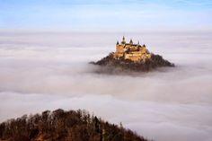 O Castelo de Hohenzollern é um palácio fortificado situado a cerca de 50 km de Stuttgard, na Alemanha.