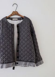 라르니에 정원 LARNIE Vintage&Zakka Clothing Boxes, Fall Winter, Autumn, Vest, My Style, Sweaters, How To Wear, Jackets, Clothes