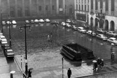 Dundee City Square, January 16, 1965. All these motorists were only allowed to park long enough to pay their road tax, then they had to drive off and find another spot somewhere.