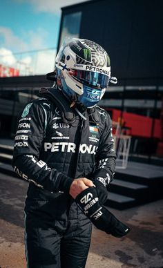 Valtteri Bottas, Lewis Hamilton, Ubs, Formula One, Motorcycle Jacket, Cool Photos, Animal Babies, Formula 1