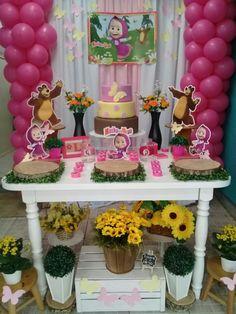 Decor masha e o urso Pig Birthday Cakes, Bear Birthday, 2nd Birthday, Masha Et Mishka, Marsha And The Bear, Party Corner, Bear Decor, Bear Party, 4th Birthday Parties