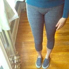 ⬇️Target Cropped Fleece-Lined Leggings Excellent condition. Worn very lightly, a teeny bit of pilling in the bum area that could be snipped off. Space dye grey print. Lightweight fleece lining. Thin elastic waistband. Cropped mid-calf length. 68% polyester 23% nylon 9% spandex. Xhilaration Pants Leggings