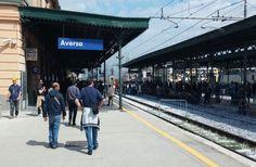 Terrore su treno in corsa, cavo si schianta sui vagoni. Linea bloccata ad Aversa a cura di Redazione - http://www.vivicasagiove.it/notizie/terrore-treno-corsa-cavo-si-schianta-sui-vagoni-linea-bloccata-ad-aversa/