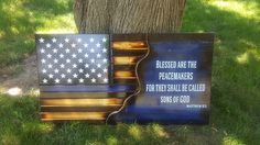 Peacemakers flag police officer man cave thin blue line Police Love, Blue Line Police, Blue Line Flag, Police Officer Crafts, Police Gifts, American Flag Wood, American Pride, Diy Cornhole Boards, Sheriff Badge