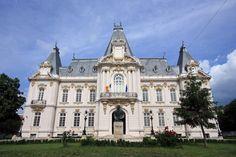 In caz ca aveai nevoie de motive pentru a vizita frumosul oras Craiova. Bun Bun, Around The Worlds, Mansions, House Styles, Gallery, Romania, Manor Houses, Roof Rack, Villas