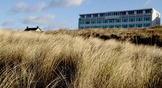 de Baak Seaside Noordwijk Aan Zee De Baak Seaside is located directly along the beach and only a 30-minute ride from Amsterdam and The Hague. Breakfast is complimentary.  The hotel rooms are comfortable and have private facilities. Each room has a work desk and TV.