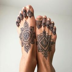 Tattoo Lotus Mandala Chest Piece Idee per il 2019 - tattoos für böcük - Henna Italia Mandala Tattoo Design, Henna Tattoo Designs, Mehandi Designs, Tattoo Ideas, Henna Foot Designs, Mandala Chest Tattoo, Henna Tattoos, Toe Tattoos, Jagua Henna