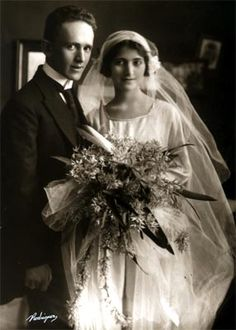 Matrimonio de Fernando González Ochoa y Margarita Restrepo Gaviria - 1922 Vintage Couples, Celebrity Weddings, Wedding Gowns, Victorian, Celebrities, Dresses, Fashion, Wedding, Homecoming Dresses Straps