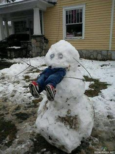 Snowman Snow Scarecrow - How To Keep Kids Out of Your Yard This Winter ---- hilarious jokes funny pictures walmart humor fails -- Someone did this in Sweetser this past winter lol Snow Fun, Calvin And Hobbes, Winter Fun, Winter Snow, Long Winter, Winter Time, Winter Season, Funny Cute, I Laughed