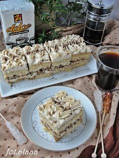 Cake Recipes, Dessert Recipes, Good Food, Yummy Food, Walnut Cake, Breakfast Menu, Sweets Cake, Mocca, Homemade Cakes