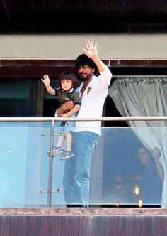 Never Too Early to Learn! SRK Teaches AbRam How to Wave at His Fans! | PINKVILLA
