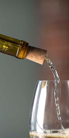 Introduce the perfect amount of oxygen to promote your wine's subtle flavors with the Corkcicle Air.