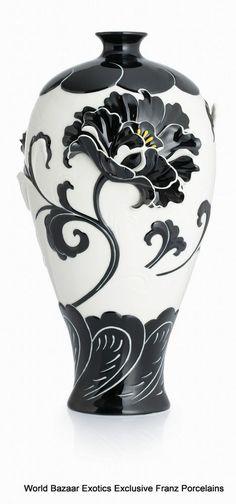 CP00041 Peony Franz Porcelain L Mei Vase Flower Design Black White Exclusive