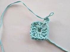 1r: do magického krúžku hačkujeme 3RO (miesto prvého DS), 2DS, 2RO, 3DS, 2RO, 3DS, 2RO, 3DS, 1RO, spojíme do tretieho RO na začiatku pomocou KS Crochet Necklace, Jewelry, Fashion, Moda, Crochet Collar, Jewels, Fashion Styles, Schmuck, Jewerly