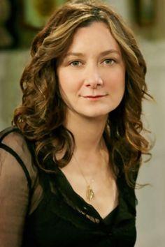 Sara Gilbert - American actor from Big Bang Theory Roseanne Tv Show, Roseanne Barr, Sara Gilbert, Darlene Conner, Famous Vegans, Johnny Galecki, Music Tv, Music Bands, Classic Tv