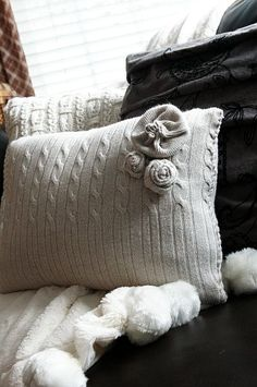 DIY Sweater pillows – cozy up! Reincarnate your favorite.