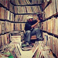 sample of myths Top 5 Myths About Hip Hop Sampling & Copyright Vinyl Record Shop, Vinyl Record Storage, Vinyl Records, Cd Storage, Lp Vinyl, Storage Ideas, Vinyl Junkies, Dj Equipment, Record Players
