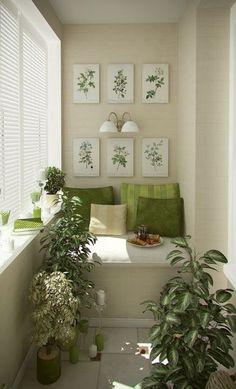 Combinar os móveis com artigos de decoração é comum, mas combinar os elementos com plantas é uma super inovação. Os quadrinhos ficaram lindos e em harmonia com o restante do ambiente. #decoração #design #madeiramadeira