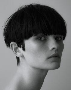 Faces Up Close - Lara Mullen - model - 2 Pixie Hairstyles, Pixie Haircut, Cool Hairstyles, Bowl Haircut Women, Hair Inspo, Hair Inspiration, Short Hair Cuts, Short Hair Styles, Bowl Haircuts