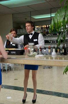 Funny Looking Waiter - Best funny, pics, humor, jokes, hilarious, quotes