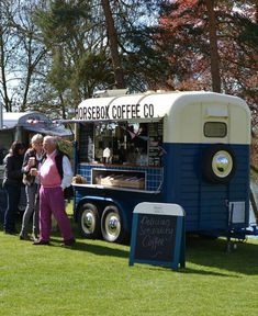 Horsebox Coffee Co. Serving delicious coffee and more in Oxfordshire and the surrounding area. Food Cart Design, Food Truck Design, Cafe Design, Catering Trailer, Food Trailer, Concession Trailer, Mobile Bar, Mobile Shop, Horse Box Conversion