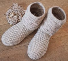 Crochet slippers with soles crochet slippers with soles free crochet patten using flip flops! crochet flip flops free patten slippers soles using Crochet Gloves Pattern, Crochet Cardigan Pattern, Easy Crochet Patterns, Knitting Patterns, Crochet Jacket, Crochet Diagram, Mode Crochet, Crochet Gratis, Knit Crochet