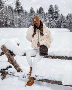 Instagram Archives - Page 17 of 148 - Mia Mia Mine Vinyl Leggings, Chic Winter Outfits, Night Outfits, Ski Outfits, Boot Outfits, City Outfits, Spanx Faux Leather Leggings, White Turtleneck, Ski Fashion