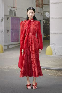 Prabal Gurung Pre-Fall 2019 collection, runway looks, beauty, models, and reviews.