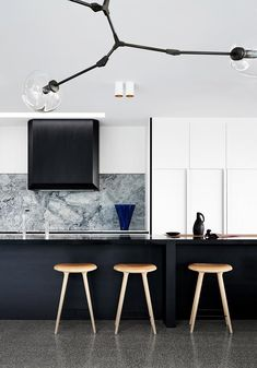 Williamstown house in Melbourne, designed by Fiona Lynch. Overlooking Melbourne's shipping ports this elegant home of strong simple materials has been built for longevity. Concrete, solid oak and stone were the. Interior Exterior, Interior Design Kitchen, Home Design, Modern Interior, Interior Architecture, Design Blog, Black Kitchens, Home Kitchens, Kitchen Black
