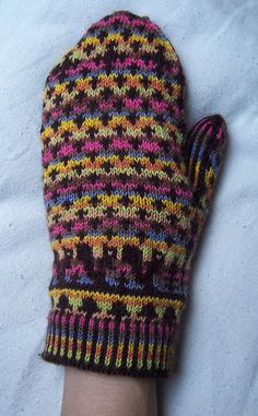 Squirrelly Swedish Mittens free pattern on ravelry!