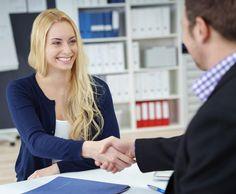 Mit diesen acht Bewerbungstipps meisterst du die Vorstellung bei jedem Unternehmen.