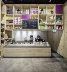 Ippolito Fleitz Group have designed WakuWaku Dammtor, a fast food and organic…