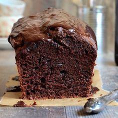 Cake au chocolat et poudre d'amandes Chocolate Stout Cake, Chocolate Deserts, Decadent Chocolate Cake, Melting Chocolate, Chocolate Recipes, Pastry Recipes, Dessert Recipes, Cake Chocolat, Big Cakes