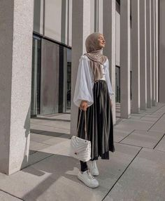 Modest Fashion Hijab, Street Hijab Fashion, Long Skirt Fashion, Modern Hijab Fashion, Muslim Fashion, Hijab Fashion Style, Mode Outfits, Fashion Outfits, Casual Outfits